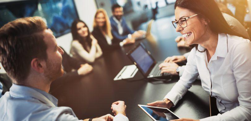 Menschen in einem Meetingraum